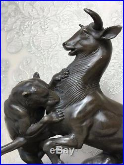 1 Fin Décoratif Vintage Bronze Lionne Chasse Proie Buffalo Sculpture Signé