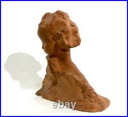 A. Gennarelli Sculpture en terre cuite dun buste de jeune fille Vers 1920