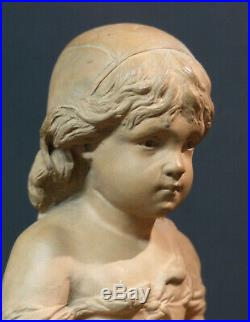 A superbe statue sculpture signée Richard petite Cosette terre cuite 36cm1.8kg