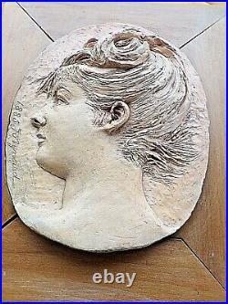 Ancien médaillon Art-Nouveau-terre cuite-1885-sur cadre-signé-portrait de femme