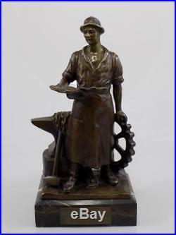 Art Nouveau Bronze Forgeron avec Enclume Sign. G. Deihle Sculpture sur Base 20. JHD