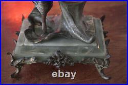 Art Nouveau Pendule Sculpture Socle en marbre et onyx vert
