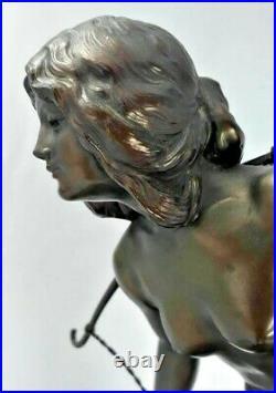Art Nouveau Porteuse d'eau Sculpture sur vasque en marbre 1910