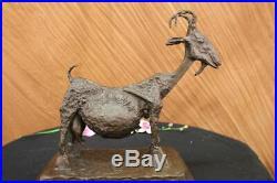 Artisanal Bronze Sculpture Chèvre Mascotte Signé Picasso Européen Fabriqué Art
