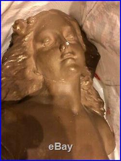 Buste de jeune femme, plâtre dur peint, époque art nouveau