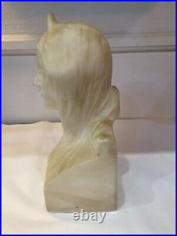 Ecole italienne 1900. Buste de femme Sculpture en albâtre. Art Nouveau