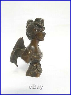 Farfalla petit buste en bronze signé E. Villanis. Période Art Nouveau