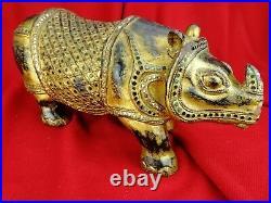 Grand Rhinocéros en Bois Laqué et Doré Ancien, Asie, Sculpture