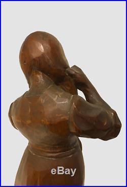Grande sculpture Art Nouveau, taille directe sur bois, monogramme M. O. Inconnu