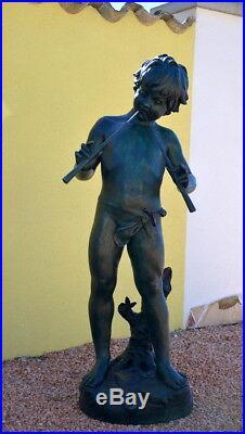 Grandeur Nature Sculpture en Bronze Garçon avec Flûte Verdâtre Patiné (E) Signé