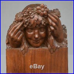 Jeune fille aux fleurs sculpture style Art nouveau bois patiné