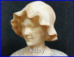 M. Vili Sculpteur Grande sculpture en marbre a deux tons époque Art Nouveau