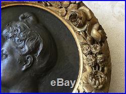 Médaillon en fonte de fer et bois doré par Théodore Rivière, Arts Nouveau