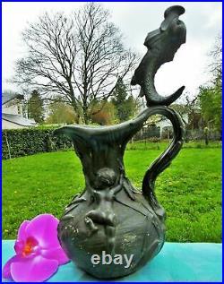 Pichet ancien sculpture Angelots et dauphin Art Nouveau France. Antique jug vase
