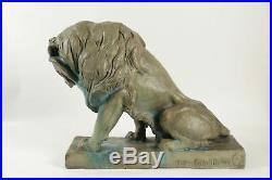 Sculpture art nouveau en grès représentant un lion
