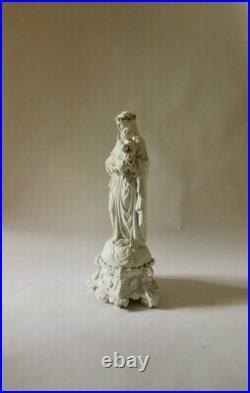 Sculpture en Bisque de la Vierge Marie Portant Jesus au Dessus du Monde, 20e