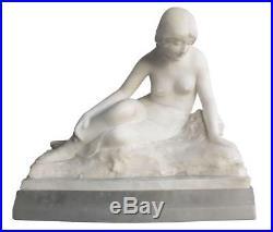 Sculpture en albâtre représentant une jeune fille allongée art nouveau