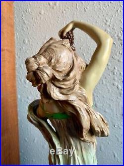 Style Art Nouveau Autrichien Porcelaine Femme Sculpture By Ernst Wahliss, 53.3cm