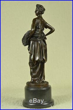 Tusey Agriculteur Fille Blé Transporter Artisanal Art Bronze Sculpture Figurine