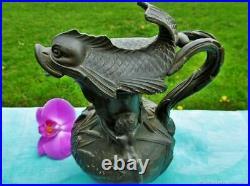 Vase à cruche antique sculpture Angelots et dauphin Art Nouveau France Antique j